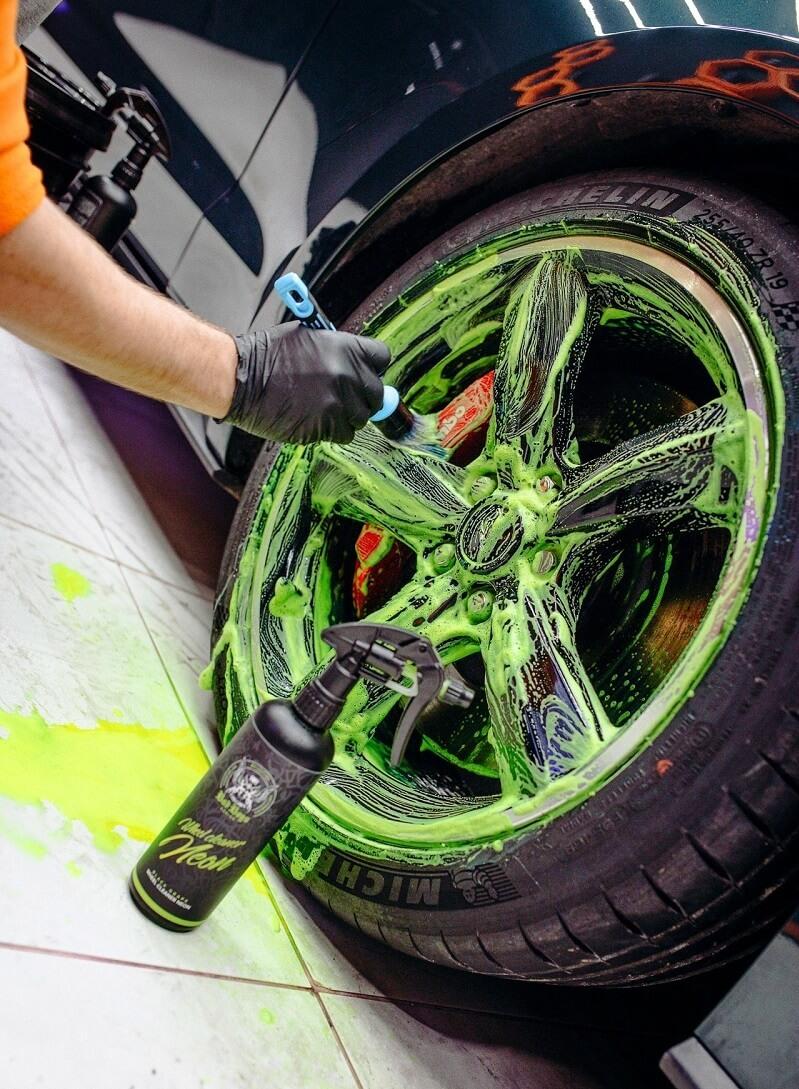 pH neutrálny čistič diskov Wheel Cleaner Neon Bad Boys 500ml