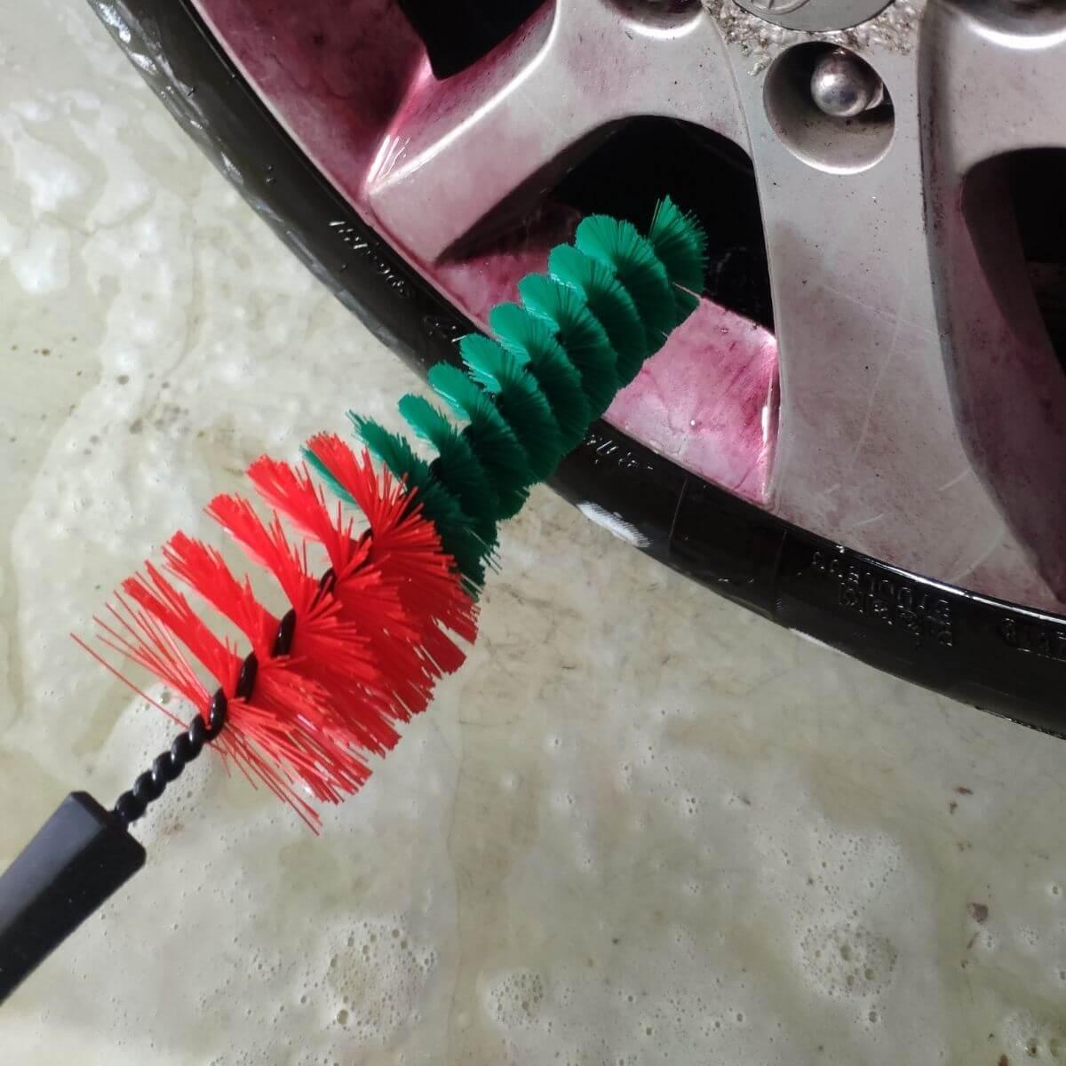 čistenie diskov pomocou kefy na kolesá Vikan
