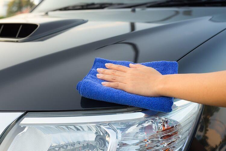 Ako si pripraviť auto na lepenie fólie alebo voskovanie